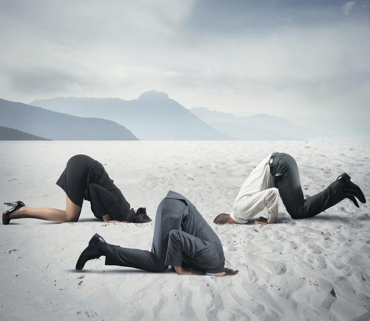 Blog: Anleitung so ermitteln Sie die Kundenunzufriedenheit mit dem NPS und bringen ihr Business voran Kopf in den Sand