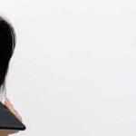 Authentifizierung per Stimme - Titelbild - Sprachauthentifizierung einer Kundin