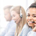 Callcenter Optimierung - Titelbild - Call-Center Mitarbeiter beim telefonieren