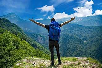 Customer Experience Beratung - Beitragsbild Wenig Aufwand durch Full-Service - Unternehmensberater auf dem Gipfel