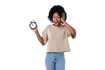 Karriere & Stellenangebote - Vakante Stellenangebote - junge Frau mit Uhr