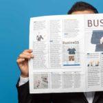 Newsletter - Titelbild - Immer auf dem Laufenden bleiben - Mann mit Zeitung