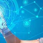 Startseite paulusresult Unternehmensberatung - Banner - Robotic Process Automation - Junge Frau im digitalen Umfeld